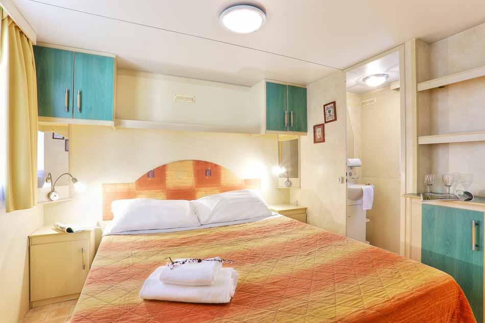 camping toskana im caravan mobile home casale. Black Bedroom Furniture Sets. Home Design Ideas